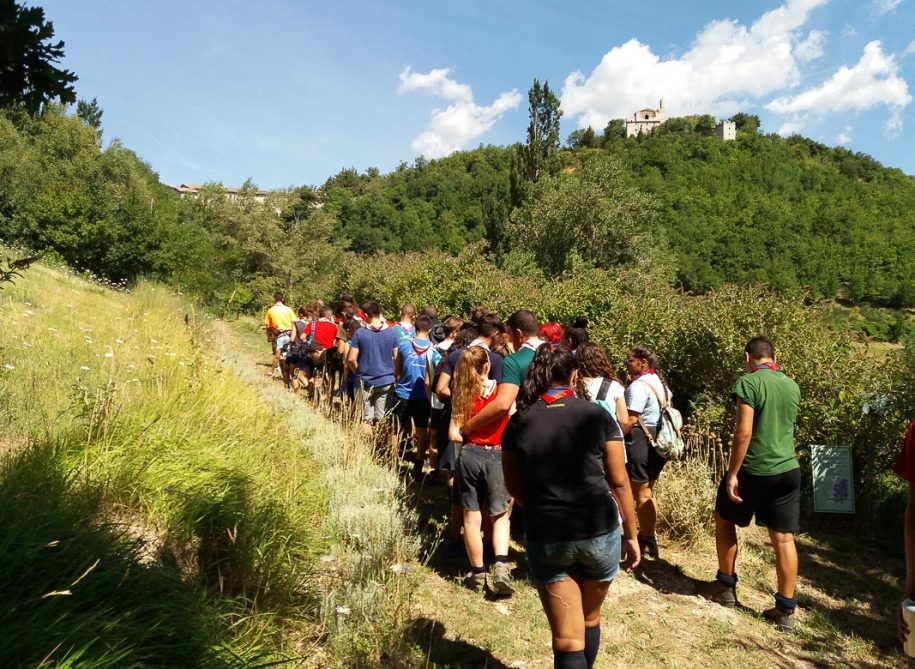 group of people doing a excursion at giardino delle farfalle